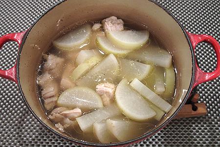 鶏肉と大根のスープ